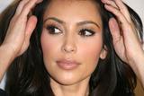 Kim Kardashian (Ким Кардашьян) - Страница 4 Th_40870_kim_kardashian_tikipeter_celebritycity_001_123_167lo