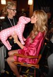 th_26370_fashiongallery_VSShow08_Backstage_HeidiKlum-72_122_19lo.jpg