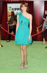 http://img190.imagevenue.com/loc213/th_595910953_Bella_Thorne_The_Muppets_Premiere_Hollywood_122_213lo.jpg