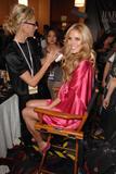 th_26229_fashiongallery_VSShow08_Backstage_HeidiKlum-62_122_364lo.jpg