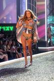 th_98106_Victoria_Secret_Celebrity_City_2007_FS408_123_398lo.jpg