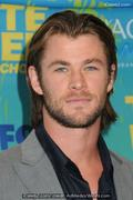 th 904511810 chris 122 399lo Chris Hemsworths wife gave birth