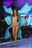th_17427_Adriana_Lima-Victorias_Secret_Fashion_Show_2005-11-09-2005-Ripped_by_kroqjock-HQ9_122_427lo.jpg