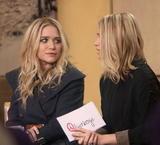 Olsen twins (Сестры Олсен: Мэри-Кейт и Эшли) - Страница 7 Th_16168_celebrity-paradise.com-The_Elder-Ashley_and_Mary-Kate_Olsen_2010-02-03_-_at_ABC_Studios_8109_122_764lo