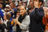 http://img190.imagevenue.com/loc84/th_85811_celeb-city.eu_Jessica_Alba_San_Antonio_Spurs_vs_Golden_State_Warriors_07.01.2008_08_122_84lo.jpg